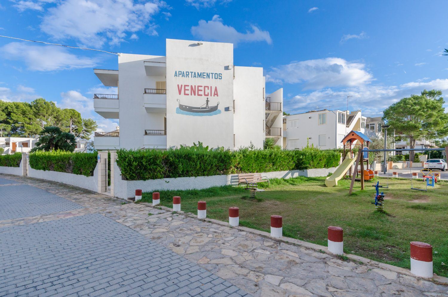 YourHouse Venecia Apartments, aparthotel at the beach in Puerto de Alcúdia with pool access