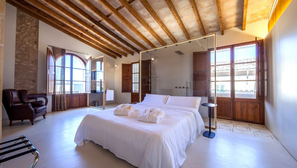 1. room 2